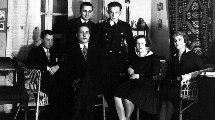 Luty 1930, Wilno, spotkanie rodzinne. Na zdjęciu w środku Aleksander Niejołow i od prawej jego matka Natalia oraz jej córka, siostra Aleksandra - Janina